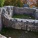 """Die eindrückliche Burganlage der Ruine Alt Wartburg (653,2m).<br /><br />Auf Wikipedia ist folgendes nachzulesen: """"Kurz vor dem Jahr 1200 liessen die Herren von Ifenthal die Burg errichten. Ältere Forschungen gingen noch von den Grafen von Frohburg aus. Ab 1201 wird ein Werner von Ifenthal in Urkunden fassbar; mit dem Bau der Alt Wartburg und später der Neu-Wartburg (auf dem Säli) versuchten sich die Ifenthaler wahrscheinlich aus dem Vasallenverhältnis zu den Frohburgern zu lösen. Während des 13. Jahrhunderts erfolgte ein bedeutender Ausbau, 1325 war die bauliche Entwicklung abgeschlossen. Mitte des 14. Jahrhunderts gelange die Alt Wartburg in den Besitz der verwandten Herren von Büttikon. Diese verkauften den Besitz 1379 an die Hallwyler. Als die Eidgenossen im Jahr 1415 den Aargau eroberten, brannten Berner Truppen die beiden Wartburgen nieder. Während die Hallwyler die Neu Wartburg später wieder aufbauten, liessen sie die Alt-Wartburg zu einer Ruine zerfallen."""""""