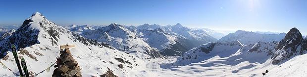 Blick vom Gipfel zum Schwarzhorn