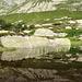 Idyllische Göscheneralp. See auf 1920m Höhe auf dem Hüttenweg zur Bergseehütte. Schijenstock und Bergseeschijen spiegeln sich.