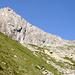 Bergseeschijen mit der Bergseelücke. In der Lücke beginnt die weiss-blau-weiss markierte Ostgrat auf den Gipfel