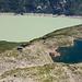 Tiefblick vom Bergseeschijen mit zwei Seen und einer Hütte
