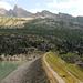 Blick über den Staudamm zum vorgestrigen Ziel, dem Bergseeschijen