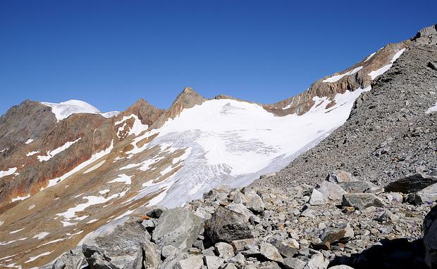 nordwestlicher Teil des Brunnenfirns mit Sustenlimi und im Hintergrund das Gwächtenhorn