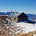 Verriegelte Alvierhütte, erste Clubhütte der ehemaligen SAC-Sektion Alvier (heute Sektion Piz Sol)