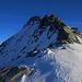 Zuletzt zog ich wieder die Steigeisen an um auf den Gratvereinigungspunkt P.3024m zu gelangen. Nun stand ich vor dem wunderschönen Südwestgrat für die letzten herrlichen 200 Höhenmeter auf den Piz Timun / Pizzo d'Emet (3212m).