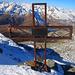 Das schiefe Kreuz auf dem Piz Timun / Pizzo d'Emet (3212m). Ob es ein Gipfelbuch hat weiss ich nicht, wegen dem Schnee habe ich allerdinge keines gesehen.