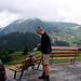 Startpunkt der Tour: der Wanderparkplatz von Lechleiten - gegenüber auf der anderen Talseite Warth. Darüber das Warther Horn und Karhorn in Wolken