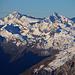 Piz Curvér (2971,8m): Gipfelaussicht im Zoom zum Rheinwaldhorn / Adula (3402,2m) und Güferhorn (3379m).