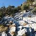 Abstieg von der Rigi Hochflue nach Zilistock. Die Felsplatten sind durchwegs gut mit Ketten gesichert.