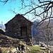 <b>Dalla località Chialp (1260 m), un toponimo che deriva probabilmente da c'àpa, calvizie, pelata, con riferimento alla zona in passato priva di vegetazione arborea e cespugliosa, abbandono il sentiero demarcato e svolto a sinistra, in forte salita. </b>