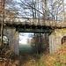 Brücke über die Kleine Triebisch am Bahn-km 15,3<br />Sie ist wirklich klein, die Triebisch, aber rechts neben dem Weg vorhanden.