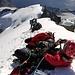 Über eine Stunde warten vor der Kletterstelle :( Manch einer nutzt die Zeit, um ein Nickerchen zu halten :D