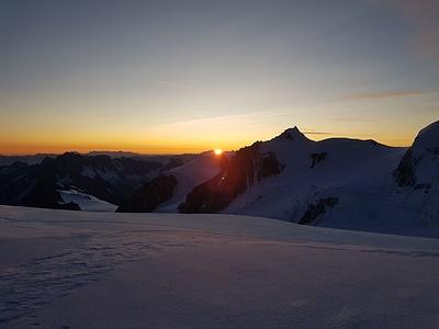 Sonnenaufgang auf dem Weg zum Mont Blanc