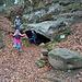 Die Kinder sind schon ganz nervös und wollen die Höhle erkunden :-)
