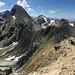 Auch einer meiner Bild-Favoriten des Bergsommers. Blick vom Gipfel (kein Kreuz) der Östlichen Erli hinüber zur Rogg. Der Farbenreichtum des Lechtaler Gesteins ist immer wieder faszinierend.