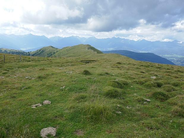Auf der Mühlhauser Höhe: Blick zum letzten Gipfel des Tages.