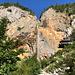 """Im Aufstieg zwischen Logarska dolina und Okrešlj - Bereits nach wenigen Minuten erreichen wir den Slap Rinka (Rinka-Wasserfall). Das """"Adlernest"""", Orlovo gnezdo, ist rechts zu erahnen."""
