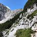 Im Aufstieg Okrešlj und Savinjsko sedlo - Der Schlussabschnitt hinauf zum Sattel führt durch felsiges Gelände, teils mit kurzen Kraxelstellen.