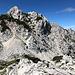 Unterwegs zwischen Savinjsko sedlo und Jezersko sedlo - Blick zum Storžek / Vellacher Turm, der über einen Klettersteig erreicht werden kann.