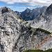 Ledinski vrh - Ausblick in etwa östliche Richtung. Rechts ist ein Großteils des Weges zwischen Savinjsko sedlo und Jezersko sedlo zu sehen.