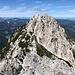 """Ledinski vrh - Blick zur benachbarten Velika (Koroška) Baba. Diese Bezeichnung wird in der Regel auch in deutschsprachigen Veröffentlichungen verwendet. Wörtlich ist also die """"Große (Kärtner) Baba"""" zu sehen, mitunter wird auch der Name Vellacher Baba verwendet."""