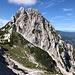 """Unterwegs zwischen Sattel beim Grenzstein XXII/268 und Sedlo pod Babo - Blick zum """"Sattel unterhalb der Baba"""". Der Aufstieg führt uns gleich durch die Südflanke (links) und dann von Westen (hinten) auf den Gipfel."""