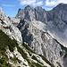 Im Abstieg von der Velika (Koroška) Baba - Hier in der Südflanke mit genialem Blick zu den Rinke und zur Skuta samt Gletscher.