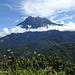 Mount Kinabalu von unten beim Parkeingang.