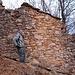 Qui il muro tocca e forse supera anche i tre metri di altezza.