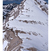 schönes Foto für die Lawinenausbildung - Windgangeln, Übergang von viel zu wenig Schnee, Abschätzung der Hangneigung ...