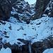 Die M3-4 Stelle (nicht hoch, aber extrem eklig - die Ausstiegsplatten sind vereist und glatt) lasse ich mich später wieder ab, den Icepiton können wir wieder abziehen.