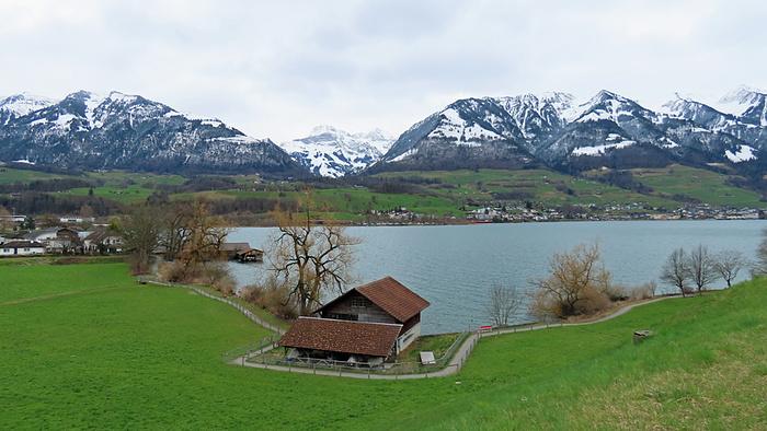 Ein Bild, das Gras, Berg, Himmel, draußen enthält.  Automatisch generierte Beschreibung
