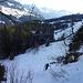 Am Tritt wird's steil. Es geht mit Ski an den Füssen, kann zu Fuss aber effizienter sein