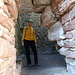 Tourinette ist in eines der wenigen Zimmer geklettert, welches noch grob erhalten ist