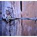 Schrauben, Holz, Stacheldraht