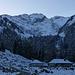 Ankunft auf Les Baudes: noch ist die Schneedecke dünn, der sich darüber erhebende Vanil Noir aber umso düsterer und verlockender