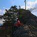 Foto der Tour vom 16.4.2021:  Wie ein Profi kraxelte meine Nichte dem Gipfelkreuz der Bännlifels (631,7m) entgegen. :-)