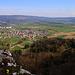 Foto der Tour vom 16.4.2021:  Aussicht vom Bännlifels (631,7m) nach Wahlen (403m) und zur Blauenkette mit Blauenberg (837m) und Eggflue (686,3m).