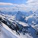 Zurück beim Schneeschuhdepot bei P.2986m gaben die Wolken den Blick nach Italien auuf die Südseite vom Bortelhorn frei. Die steile Felsbastion in der Bildmitte ist der Pizzo Moro (2948m); rechts dahinter ist der flache Pizzo Diei (2906m).