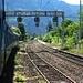 Einfahrt des <em>InterRegio 2709</em> in den Bahnhof Varzo. Auf der Gegenspur kommt ein Neigezug ETR610 entgegen.