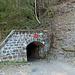 Für diesen Tunnel lohnt es sich eine Taschenlampe mit einzupacken ;-)