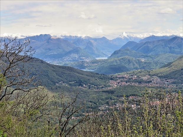 Il Lago di Lugano e le montagne che gli fanno corona.