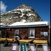 Auf der Terrasse der Georgy-Hütte, der höchstgelegenen Berghütte des Kantons Graubünden ca. 100m unterhalb des Gipfels gelegen.