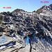 Blick vom Landvogtehorn zurück zum Gsür; die Schrift der Gipfelmarkierung kenn' ich doch vom Linterhorn?