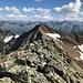Gipfelschau gen Süd auf die Kreuzjochspitze gegenüber.