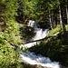 Den Wasserfall sieht man nur wenn man die letzten Höhenmeter auch zu Fuss macht.
