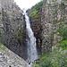 Ein dritter Blick auf den Wasserfall Njupeskär. Hier ist auch die Aussichtsplattform zu sehen. Wer dann noch weiter möchte, wird dann frisch geduscht.