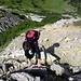 Der Aufstieg zum Kreuzkopf führt kurzzeitig durch etwas anspruchsvolleres Schotter- und Schrofengelände.