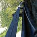 ...aber für die Begehung des Chännelzüges muss man gute Nerven haben! Das Brett ist nicht horizontal (siehe [http://www.hikr.org/gallery/photo300100.html?post_id=24311#1 dieses Bild] von [u bulbiferum]), das Loch zwischen Brett und Chännel ziemlich gross und die Tiefe enorm!