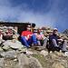 Die vier Fronarbeiter geniessen vor der Alaskabar die Sonne und die prächtige Aussicht (Bild von Stefan)